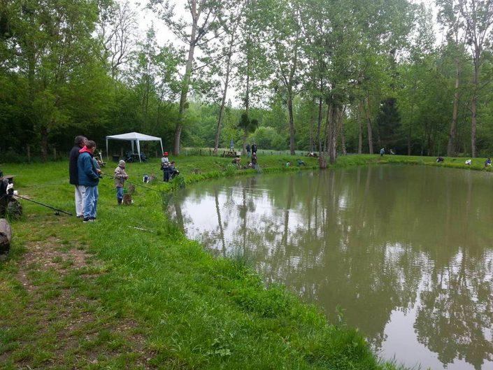 Au Petit Pêcheur du Moulin Plateau, etang de peche a la truite Saint Germain des Près, 33 rue de la Fonderie