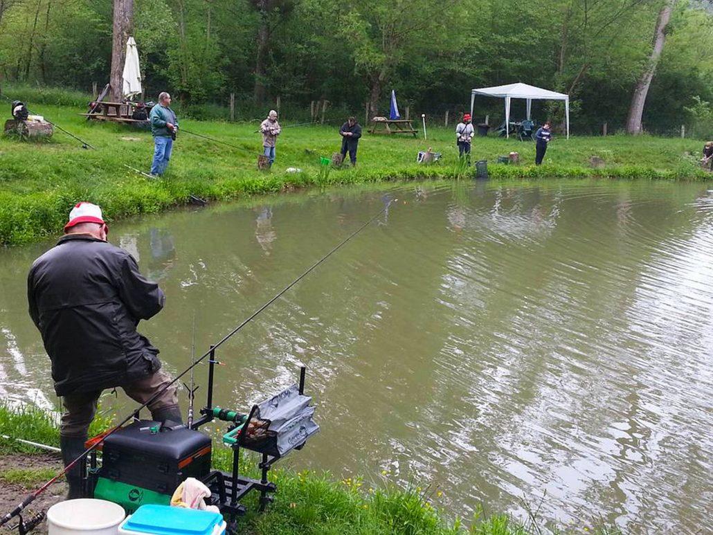 Au Petit Pêcheur du Moulin Plateau , etang de peche a la truite Saint Germain des Près, 33 rue de la Fonderie